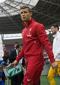 200px-Cristiano_Ronaldo_-_Croatia_vs__Portugal,_10th_June_2013